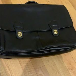 This coach briefcase have a lot of compartment.